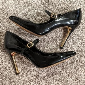 Vince Camuto black pointy toe heels